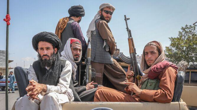 Talibanes viajan coche calles